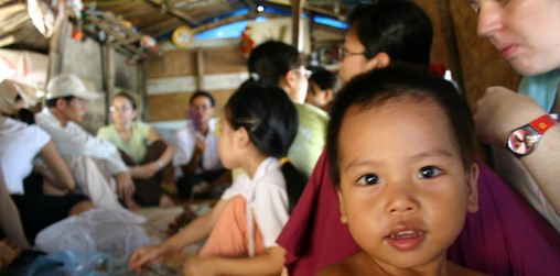 Le SVI est une association de volontariat international non commerciale flishervillagehanoi_children_2.JPG
